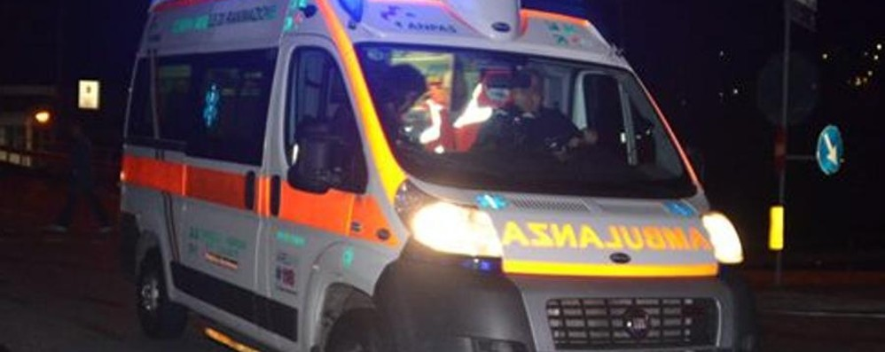 Si ribalta con l'auto alle 4 del mattino Olmo al Brembo, ferita ragazza di 22 anni