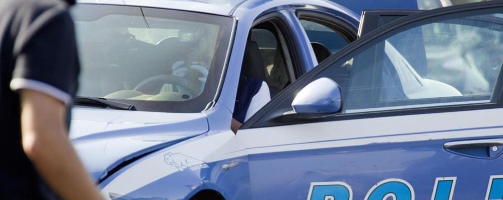 Spacca il finestrino e «occupa» un'auto Finisce nei guai: «Ma non volevo rubare»