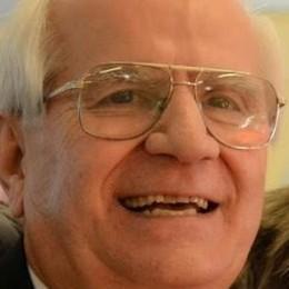 Oreste, 80 anni, volontario in ricovero Porta l'allegria con il canto e il karaoke