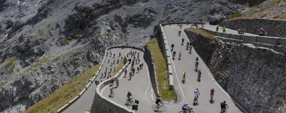 Passo dello Stelvio chiuso al traffico  Per un giorno sarà il «regno» dei ciclisti