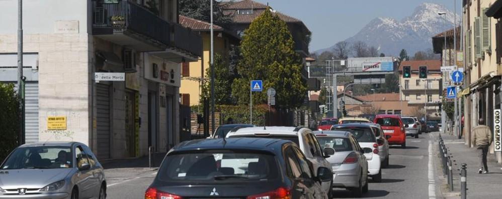 Lunghe code allo snodo di Pontesecco Segui le nostre news in tempo reale