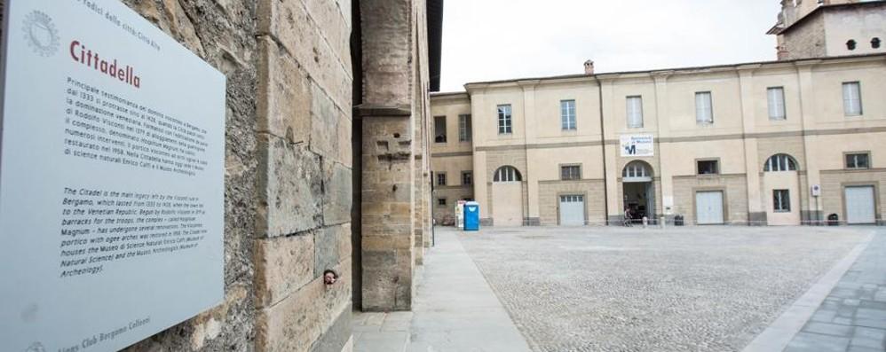Città Alta, rinnovata piazza Cittadella Senz'auto (ma solo per l'inaugurazione)