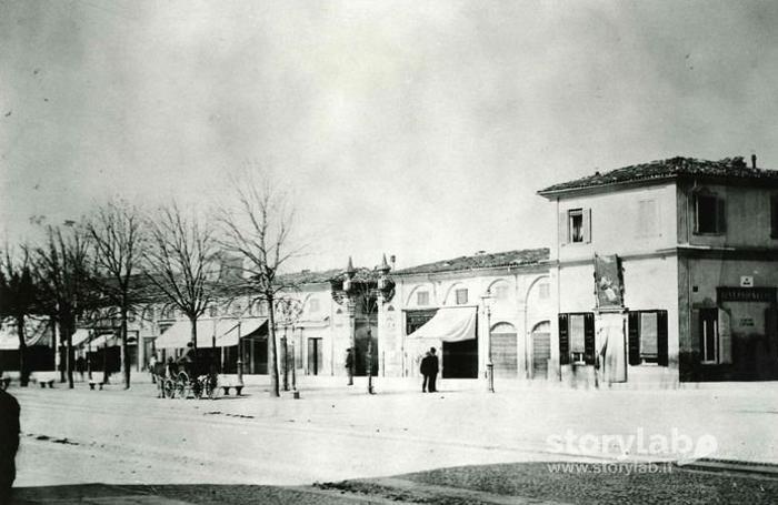 La vecchia Fiera fotografata nel 1907 dall'attuale largo Belotti