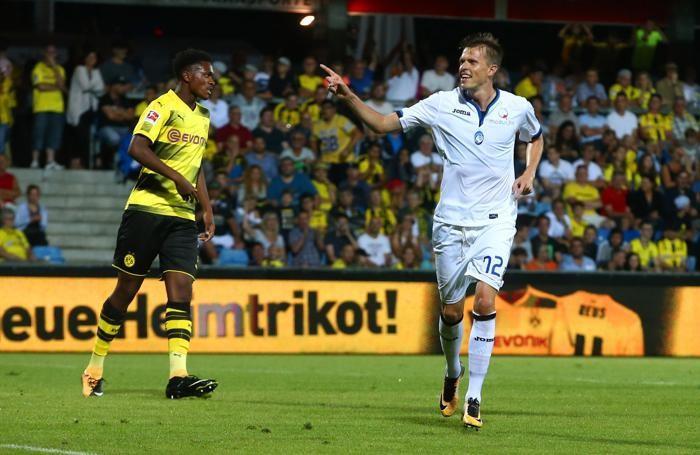 L'esultanza di Ilicic dopo la rete al Borussia Dortmund