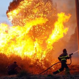 Appiccavano il fuoco per guadagnare Ragusa, indagati 15 pompieri volontari