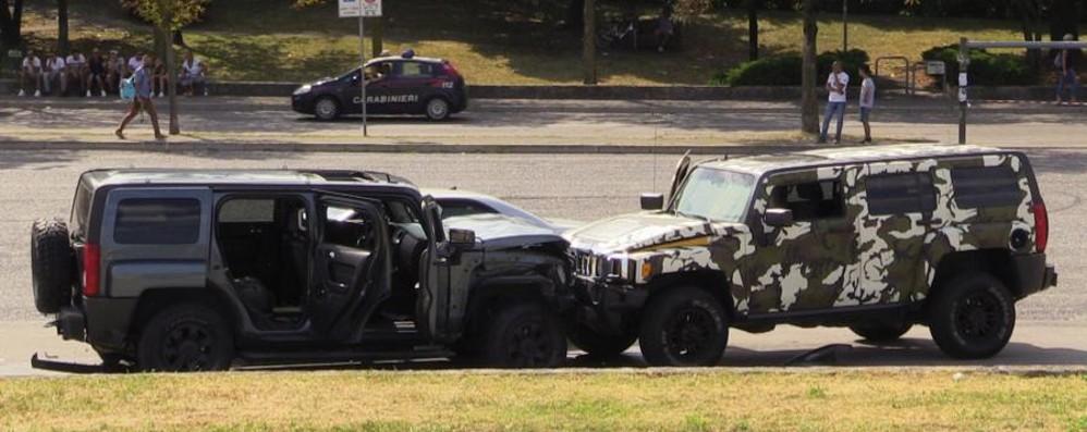Quattro in cella per la sparatoria Colpita anche l'auto di un passante