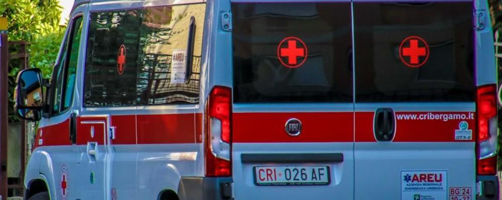 Riva di Solto, investita da un'auto 78enne in ospedale: è  molto grave