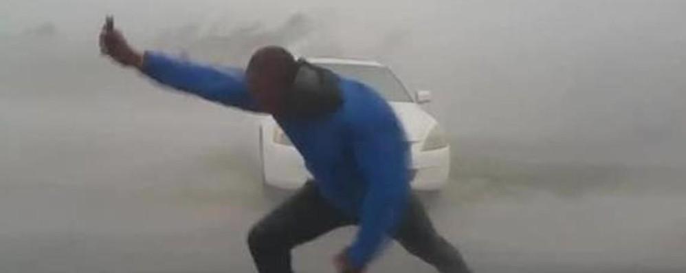 «Barricati in casa, l'acqua una cascata» Uragano Irma,il video che spopola  on line