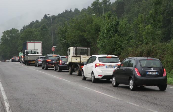 auto ferme in colonne fiorine di clusone localita' bosgarina causa incidente ponte nossa