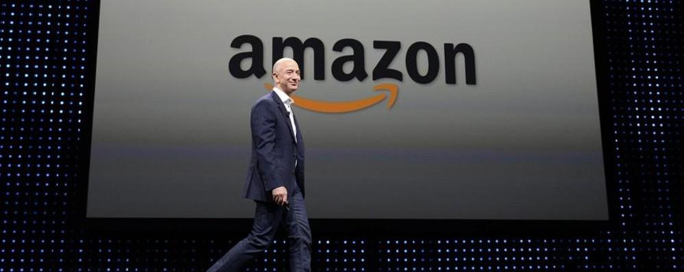 Amazon si butta nella moda low cost e lancia la sfida a Zara ed H&M