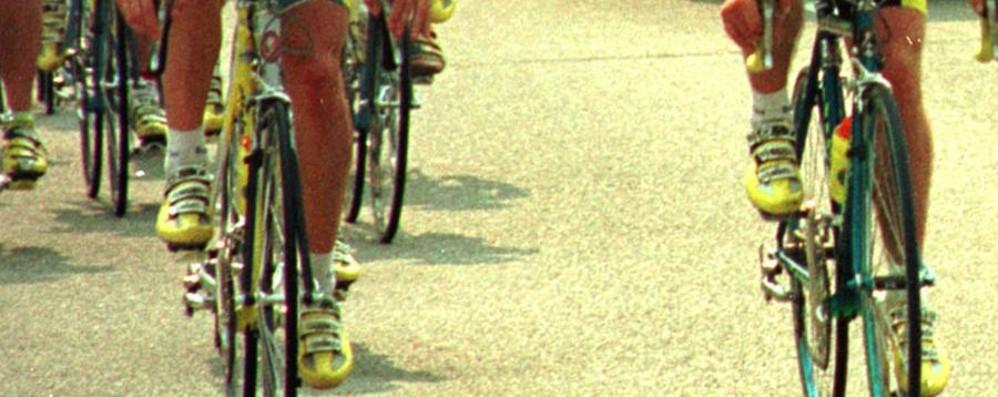 Parzanica, litiga con gruppo di ciclisti  Ne urta due in strada: 22enne nei guai