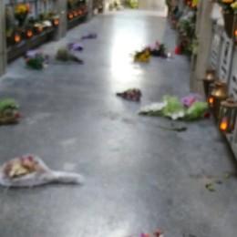 Tombe profanate a Cisano  Frasi offensive e simboli nazifascisti