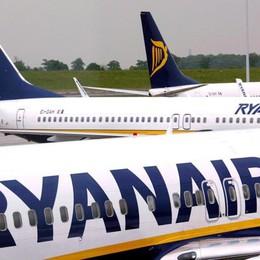Ryanair cancella 2.000 voli causa ferie (E a Londra perde ruota al decollo)