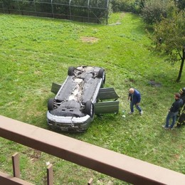 Si ribalta con la sua auto Bossico, muore 81enne