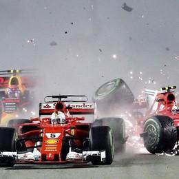 Formula , a Singapore disastro Ferrari Hamilton vince e allunga nel mondiale