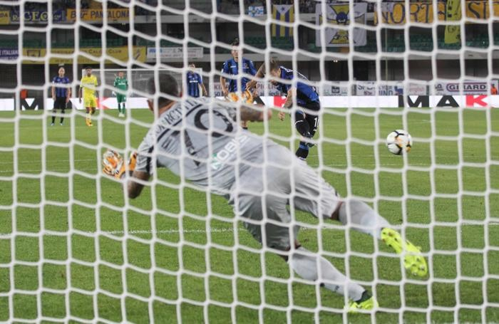 Atalanta?s Papu Alejandro Gomez scores the penalty of 1-1