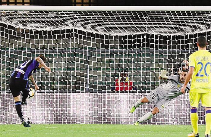 Il rigore di Gomez domenica col Chievo