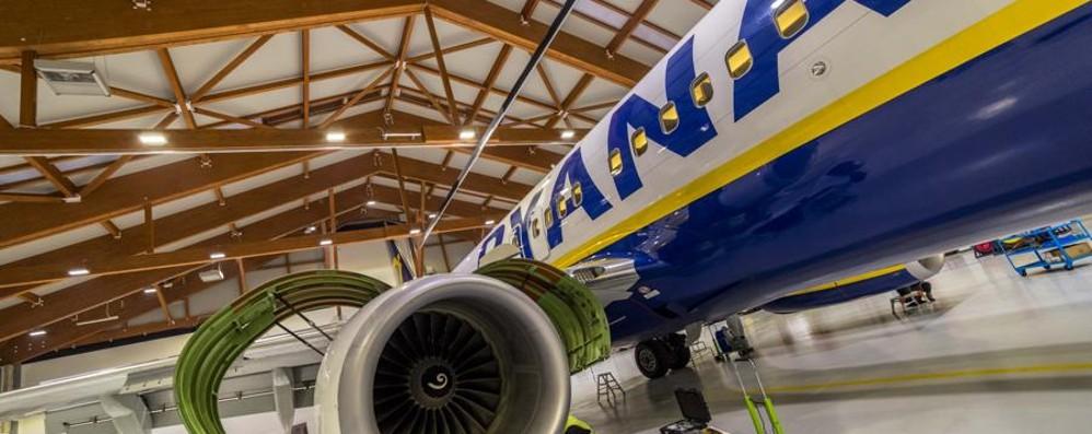 Ryanair, cancellazioni voli nel mirino «Intervenga il Ministero dei Trasporti»