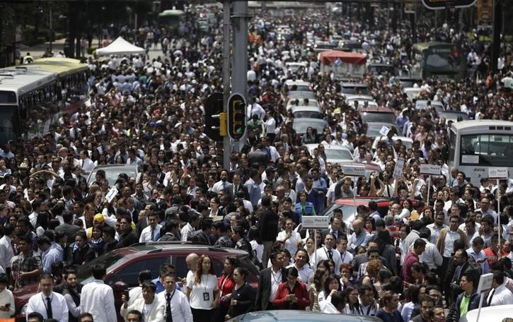 Forte terremoto scuote Città del Messico Tutti in strada, edifici crollati in tutta la città
