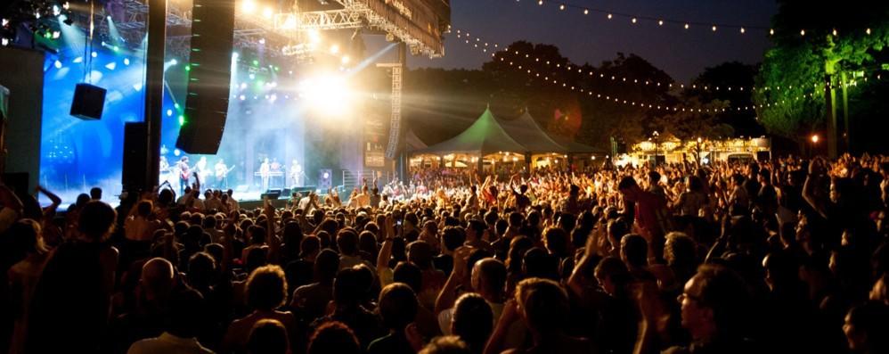 Giovedì serata rock a Bergamo Chiusure da piazza Pontida e P. Nuova