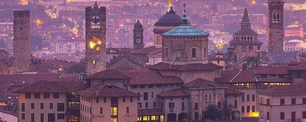 Piazza Vecchia, tra le più amate d'Italia Il Telegraph: «Bergamo? Da non perdere»