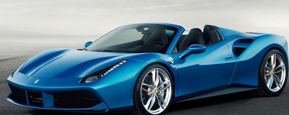 «Scusi, può spostare la sua Ferrari?»  Insultato il padre di un disabile