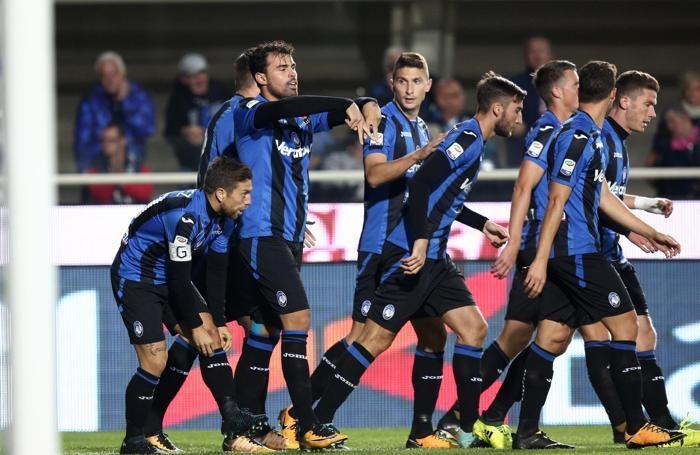 Atalanta's forward Andrea Petagna (2-L)