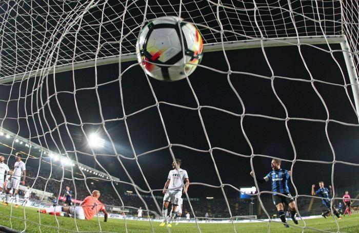 Atalanta's forward Andrea Petagna (not in picture) scores a goal (1-0) ANSA/PAOLO MAGNI