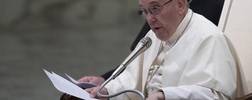Bergoglio allarga lo sguardo sulla famiglia