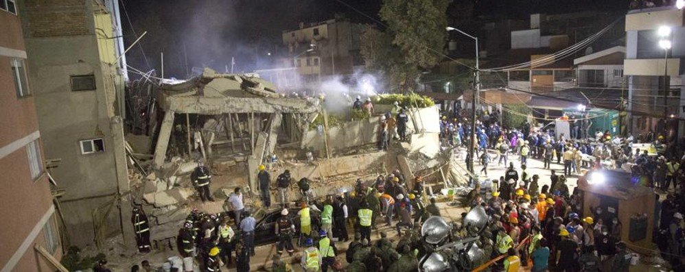 Terremoto in Messico, almeno 250 morti 4,5 milioni al buio, i video dei crolli