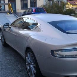 Dopo la Ferrari, ora l'Aston Martin Nuovo sequestro di lusso a Bergamo