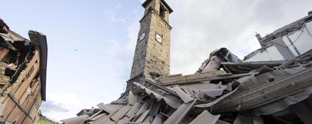 Terremoto, il sindaco di Amatrice: «Dove sono finiti i 33 milioni degli sms?»