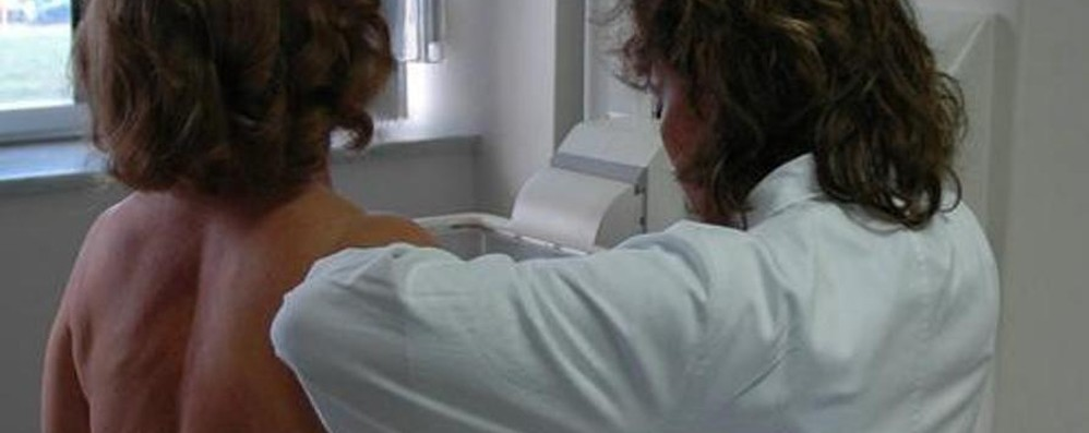 Prevenzione del tumore al seno Tour di visite nelle piazze lombarde