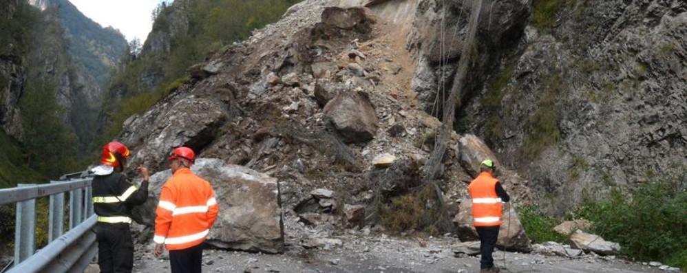 Taleggio, franati 3500 metri cubi di roccia «Tempi lunghi per il ripristino» - Video
