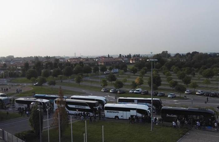 I bus in partenza questa mattina dalla Fiera
