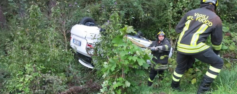 Clusone, auto fa un «volo» spettacolare 29enne incredibilmente illeso