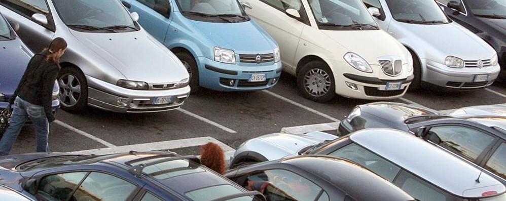 Vuoi comprare un\'auto usata? Ecco come evitare sorprese - Economia ...