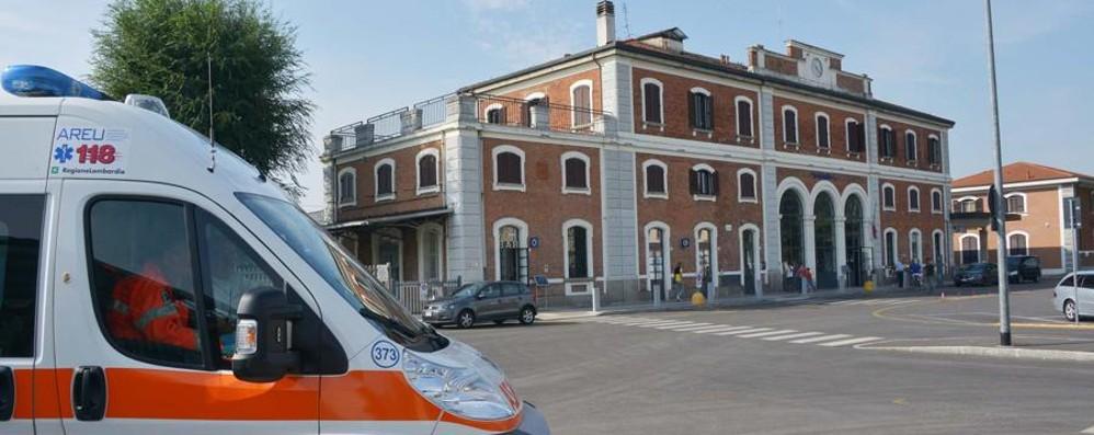 Spintona controllore sul treno Straniero fermato a Treviglio