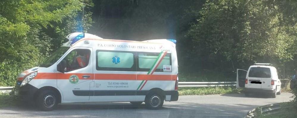 Colpito da malore alla guida Soccorso 57enne a Premolo