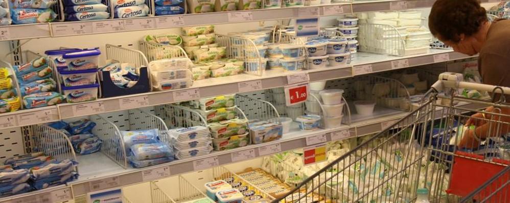 Rincari sugli alimenti confezionati  Ortofrutta, prezzi giù (se regge il meteo)