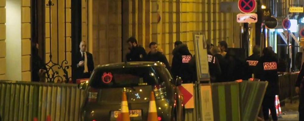 Paura a Parigi, rapina milionaria al Ritz  I ladri erano armati di ascia e pistole