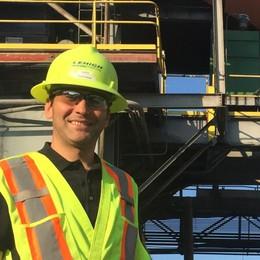L'ingegnere del cemento con la valigia pronta