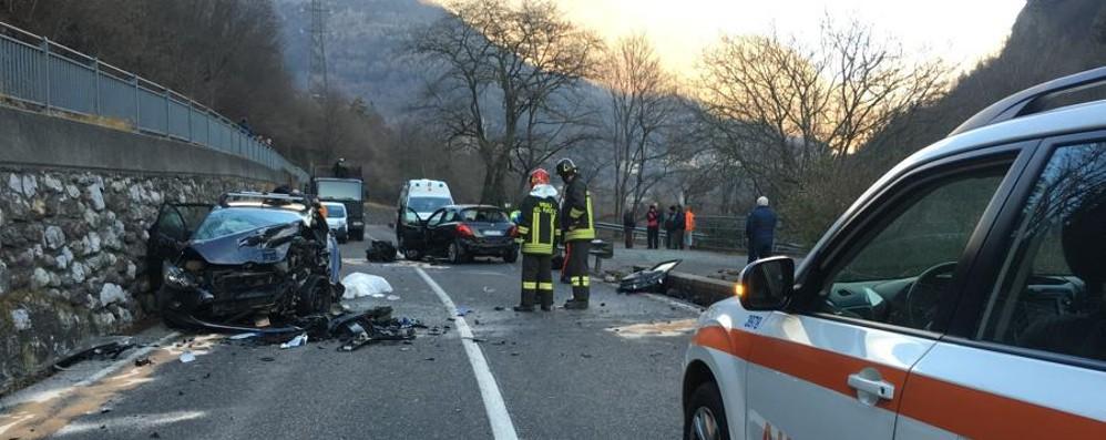 Tragico incidente frontale a Lenna Muore  donna di 75 anni, tre feriti