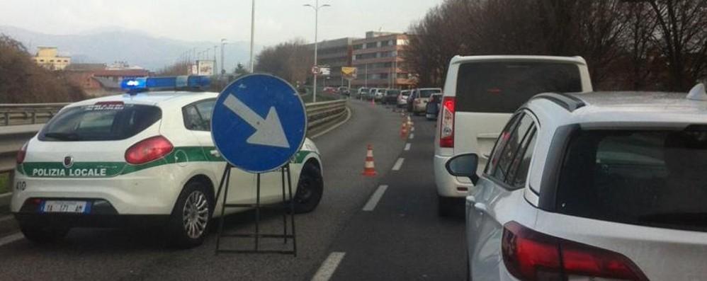 Circonvallazione chiusa per lavori Lunghe code e traffico in tilt