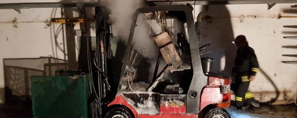 Fiorano al Serio, brucia un muletto Fabbrica salva grazie ai vigili del fuoco
