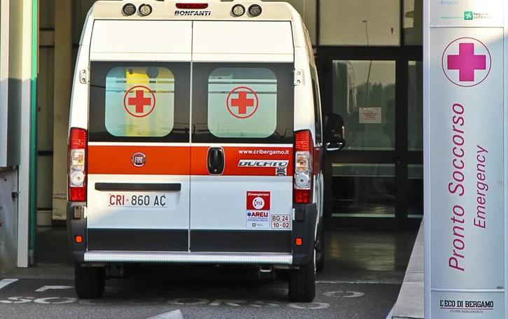 Incidente a Piazza Brembana Coinvolti anche due bimbi di 2 e 7 anni