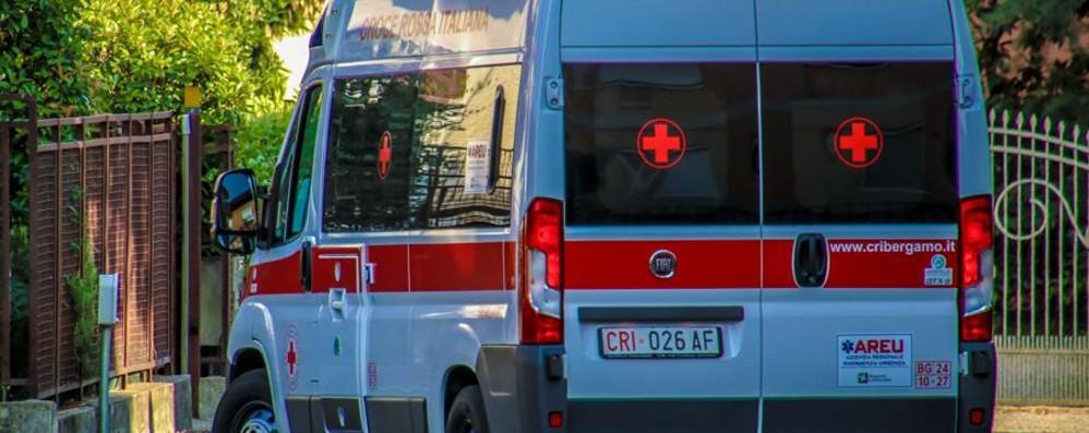 Incastrato nel tornio, muore 19enne Incidente sul lavoro a Rovato