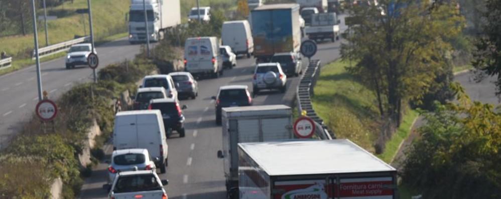 Incidente in superstrada: lunghe code Schianto anche in tangenziale Sud