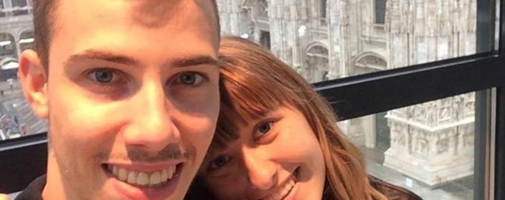 Stava porgendo l'arma al suo ragazzo Tragedia a Villa d'Almè: muore fidanzata