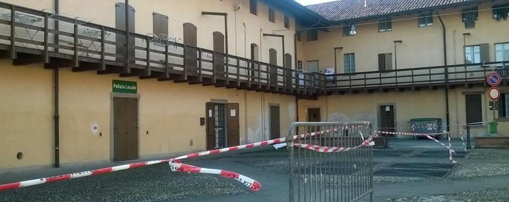 Spirano, fuori casa 40 persone  «Tetto instabile», allarme alle case Aler